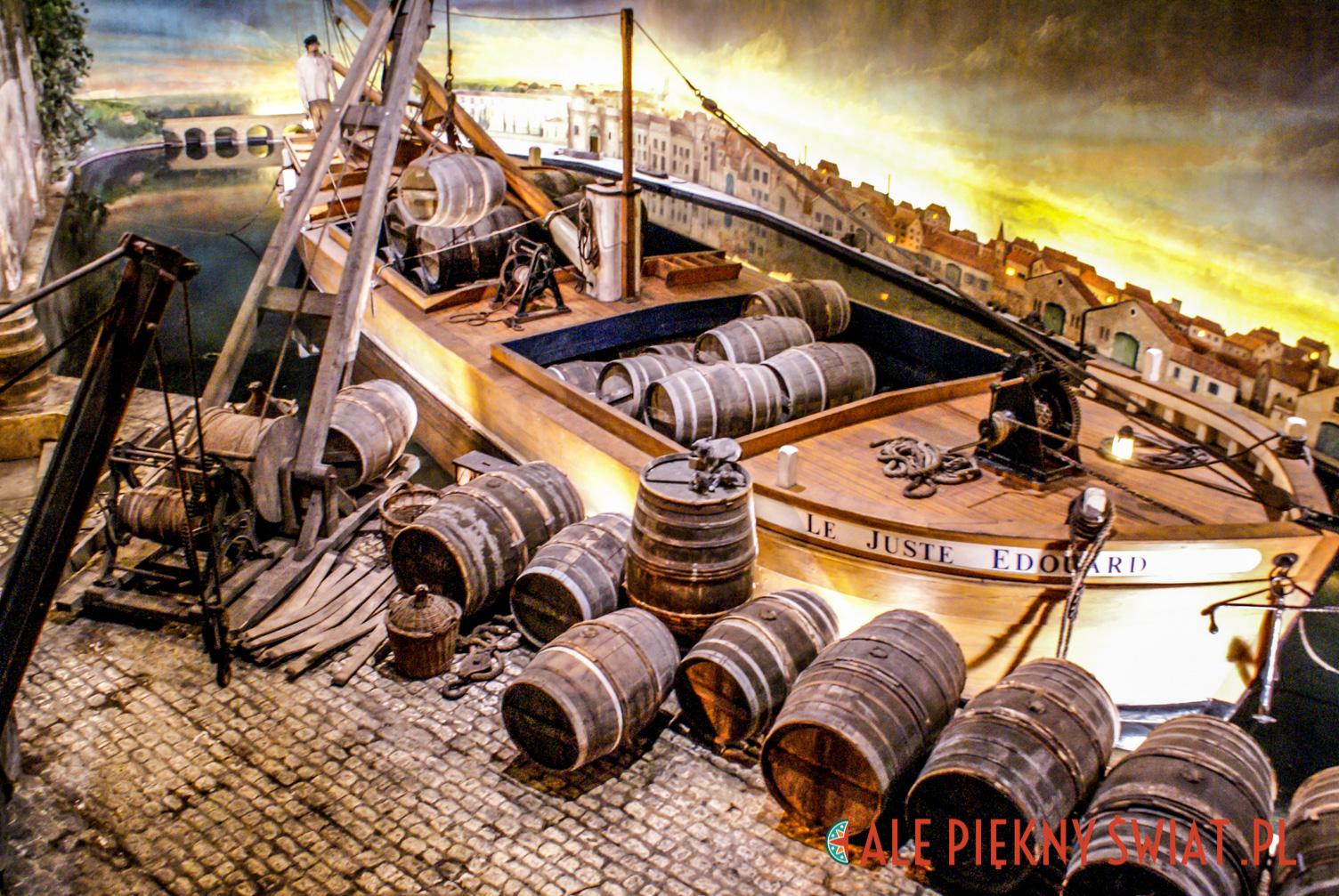 Rekonstrukcja barki, którą koniak spływał do Anglii