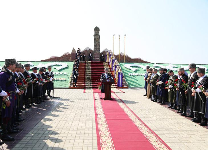 Pomnik kobiety czeczeńskiej w groznem