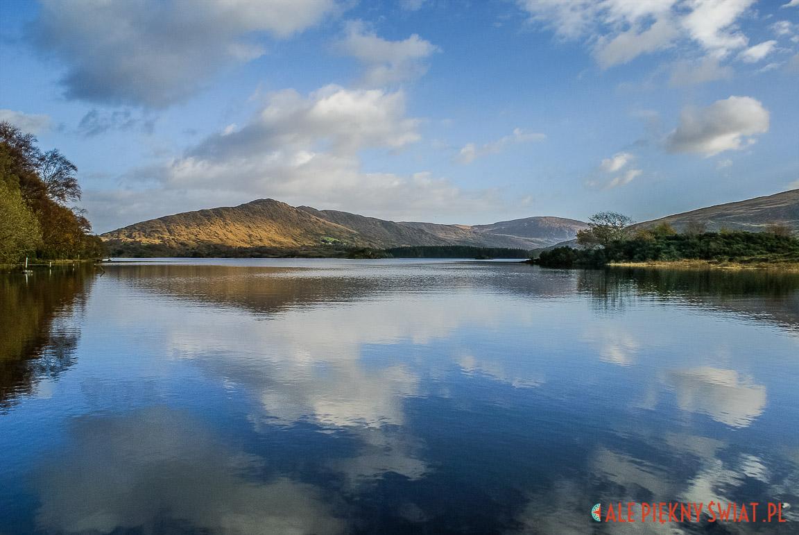 Jezioro na Półwyspie Dingle w Irlandii