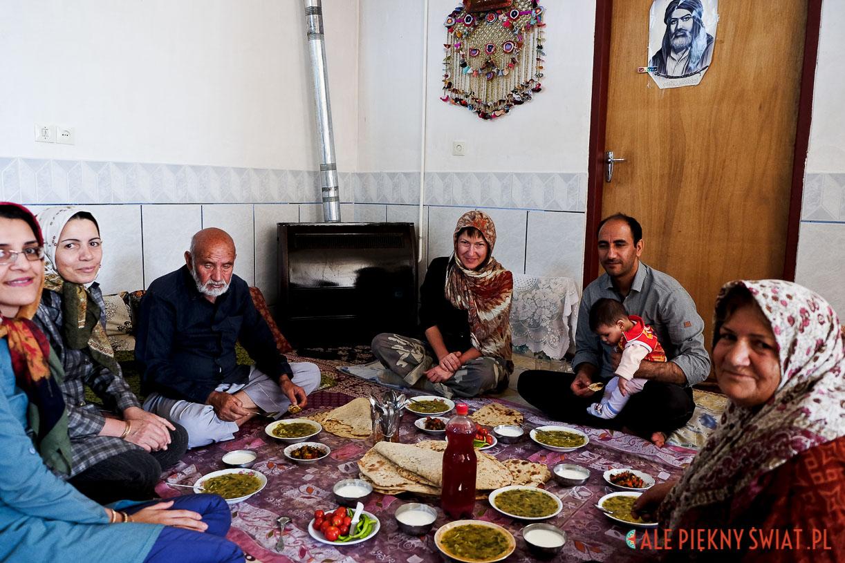 standardowy obiad w irańskim domu