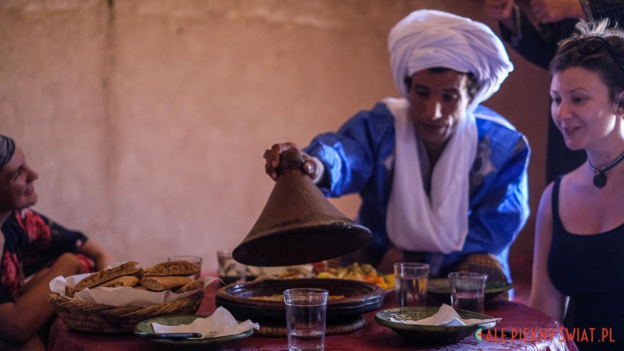 Tajin w desert camp Chraika