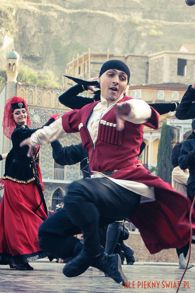 Gruziński tancerz w Tbilisi