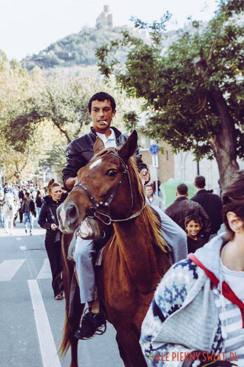 Jeździec podczas Tbilisoby w Tbilisi