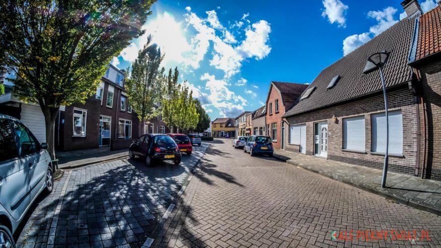 Uliczka w Sas van Gent w Holandii.