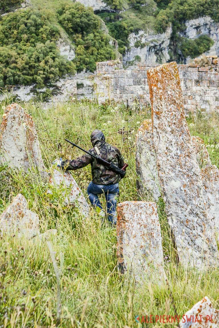 Cmentarz w Czeczenii w okolicach doliny Pankisi