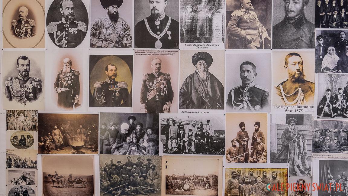 Wydruki XIX wiecznych fotografii z pracowni perukarskiej w studiu Kazachfilmu