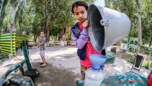 Święta woda pod Turkistanem w Kazachstanie