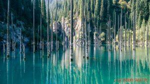 Jezioro Kaindy w Kazachstanie
