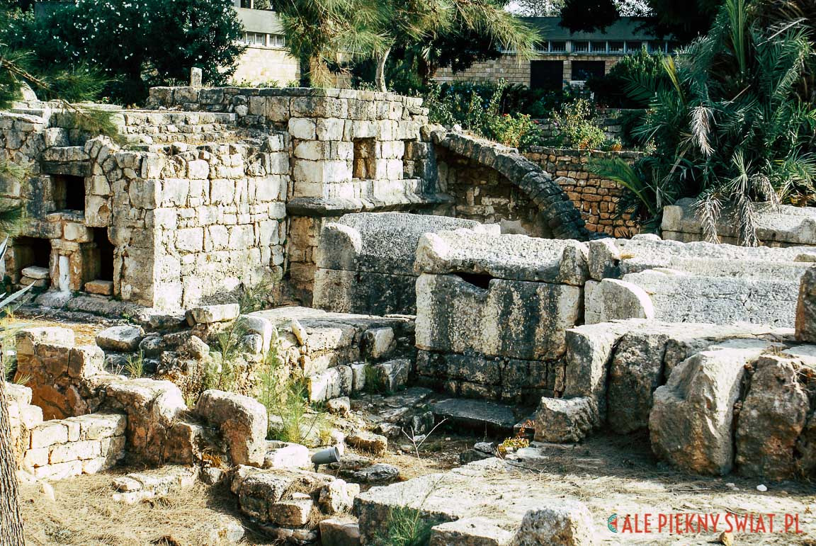 Sarkofagi na rzymskim cmentarzu w Tyrze, w libanie