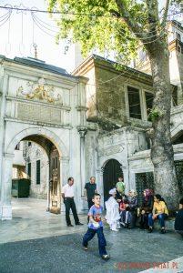 Meczet na Euyp. wewnątrz znajduje się grób towarzysza Proroka