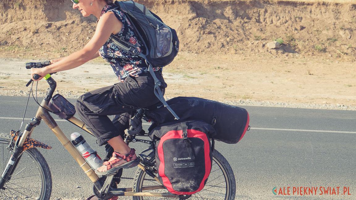 sakwy rowerowe extrawheel na bambusowym rowerze w kazachstanie